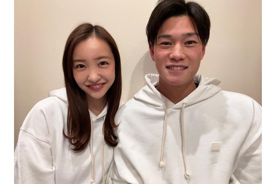 板野友美さんと高橋奎二さん