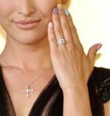 山田優さんの婚約指輪
